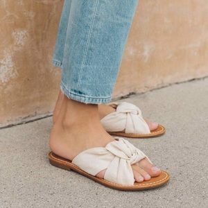 Soludos linen knotted slide in ivory sandals 8.5